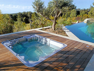 6 Outdoor Spas